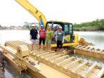 Dukung Pembangunan Infrastruktur, Pemprov Sulsel Hadirkan Ekskavator Amfibi