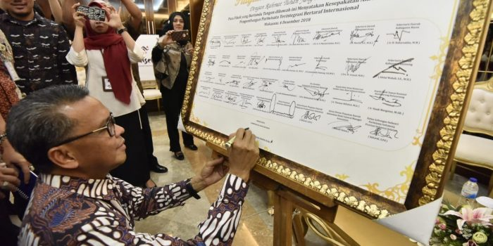 Gubernur Tandatangani Piagam Nota Kesepahaman Pengembangan Pariwisata