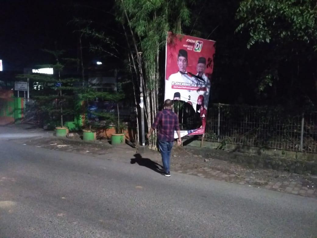 Hasil Survei Jokowi-Ma'ruf Unggul di Sulsel, APK PDI Perjuangan – Jokowi Ma'ruf di rusak