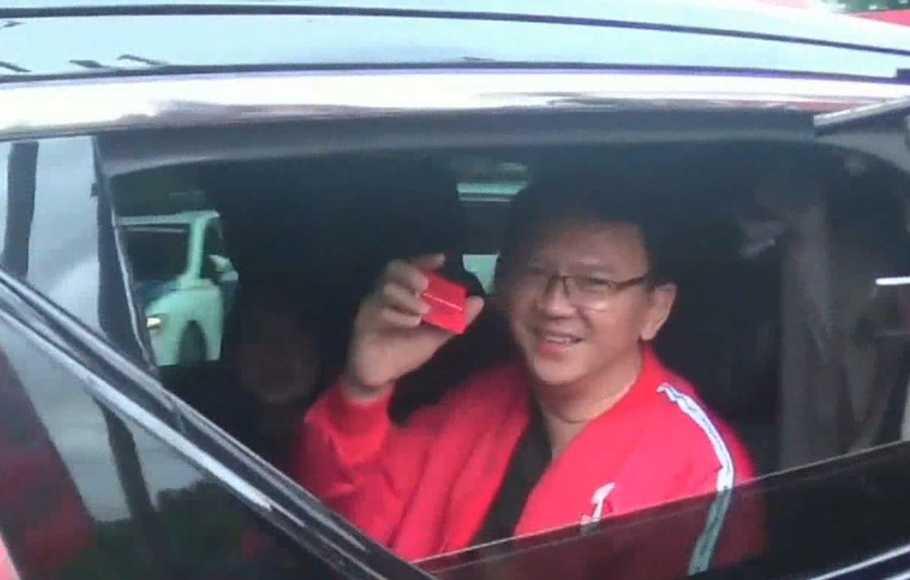 Pakai Jaket Merah, Ahok Resmi Jadi Kader PDIP