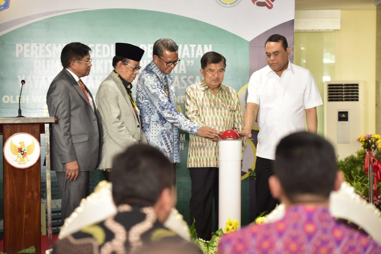 Gubernur Sulsel Beri Bantuan Ambulans ke Rumah Sakit Ibnu Sina