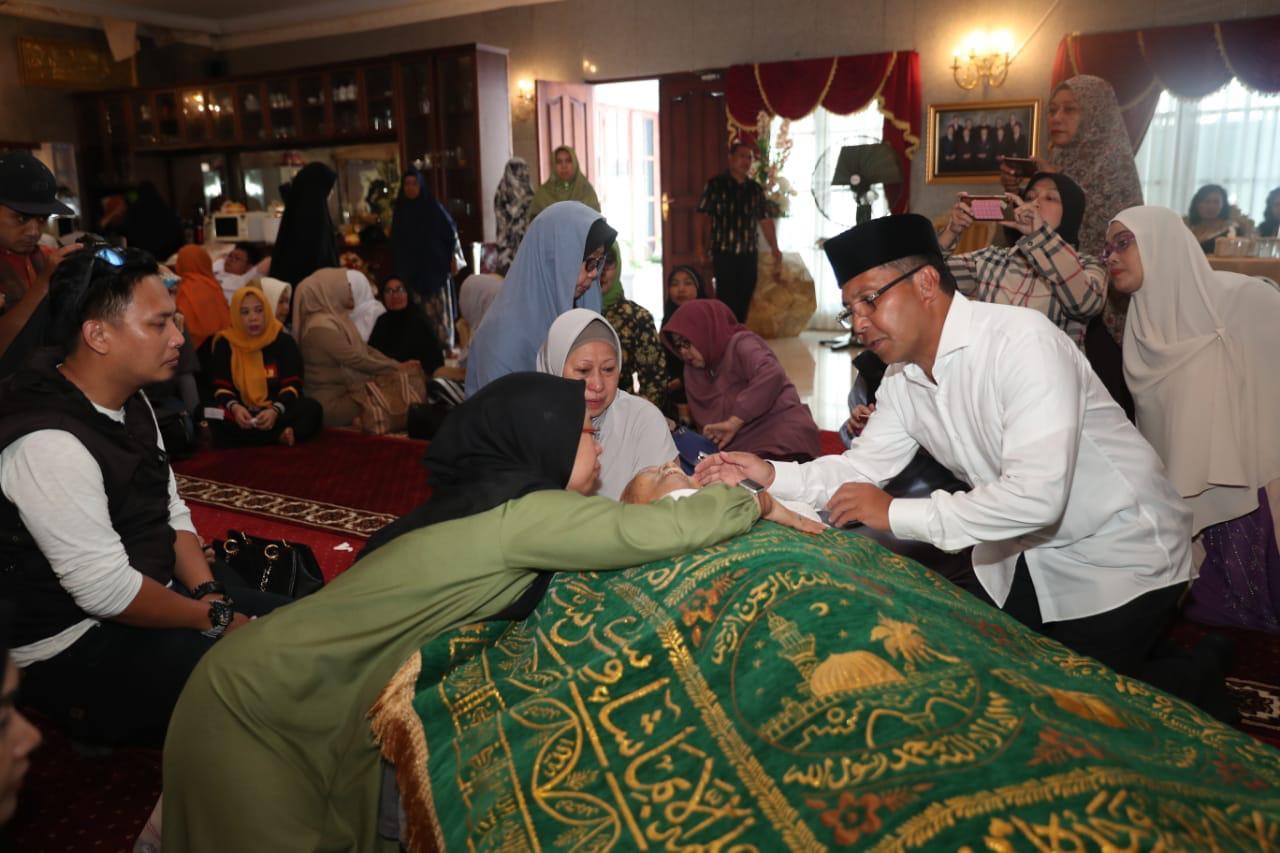 Melayat ke Rumah Duka, Walikota Makassar Minta Warga Makassar Doakan Andi Sose