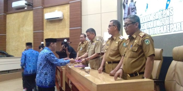Wali Kota Parepare Serahkan 197 SK CPNS