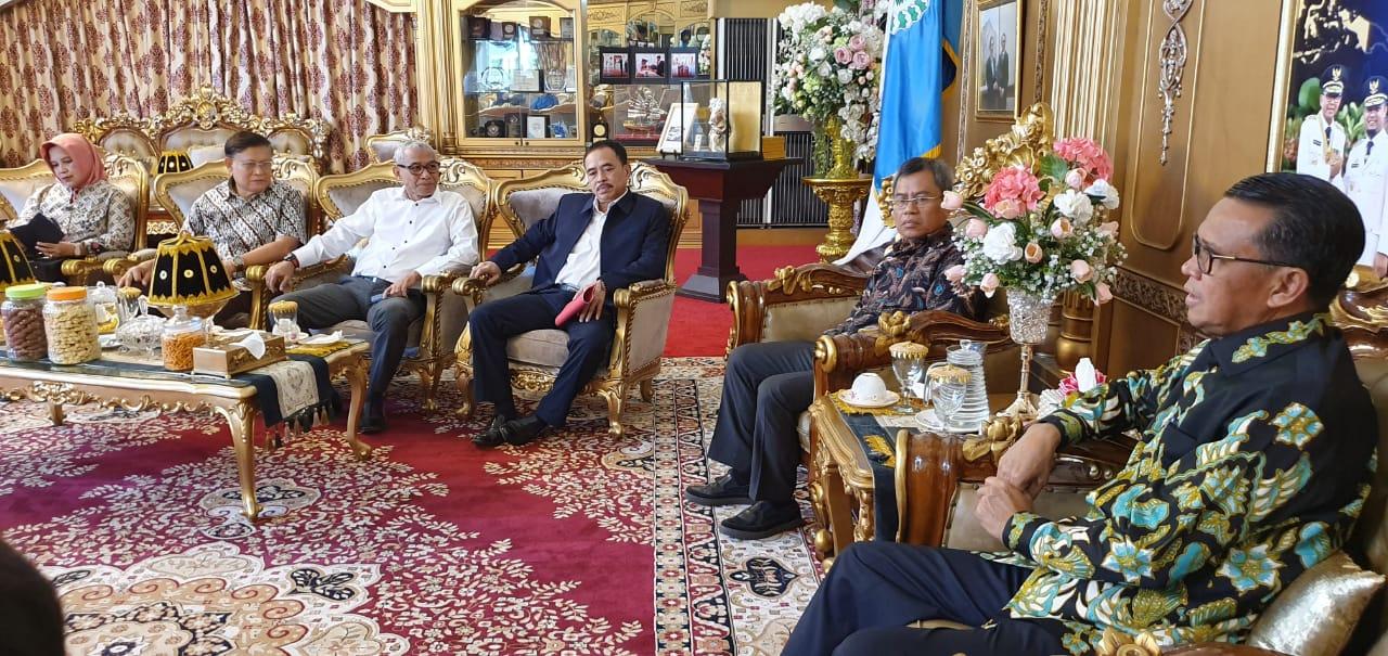 5 Agustus, 300 Profesor Kumpul di Makassar