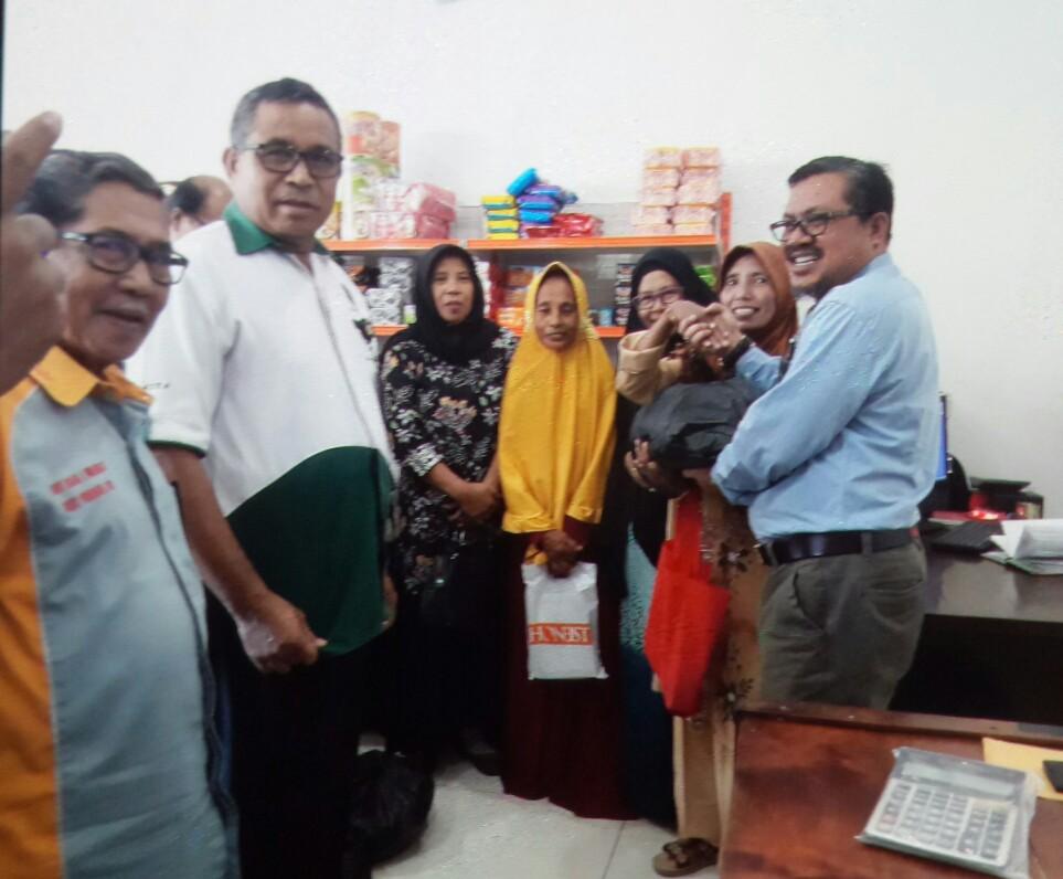 Anggota di KSP Berkat Dapat Paket Lebaran KSP Berkat Senilai Rp.4 M