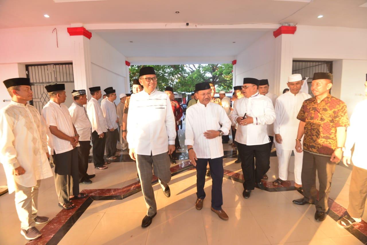 Nurdin Abdullah Sumbang Rp 1 Miliar untuk Masjid Agung Jeneponto