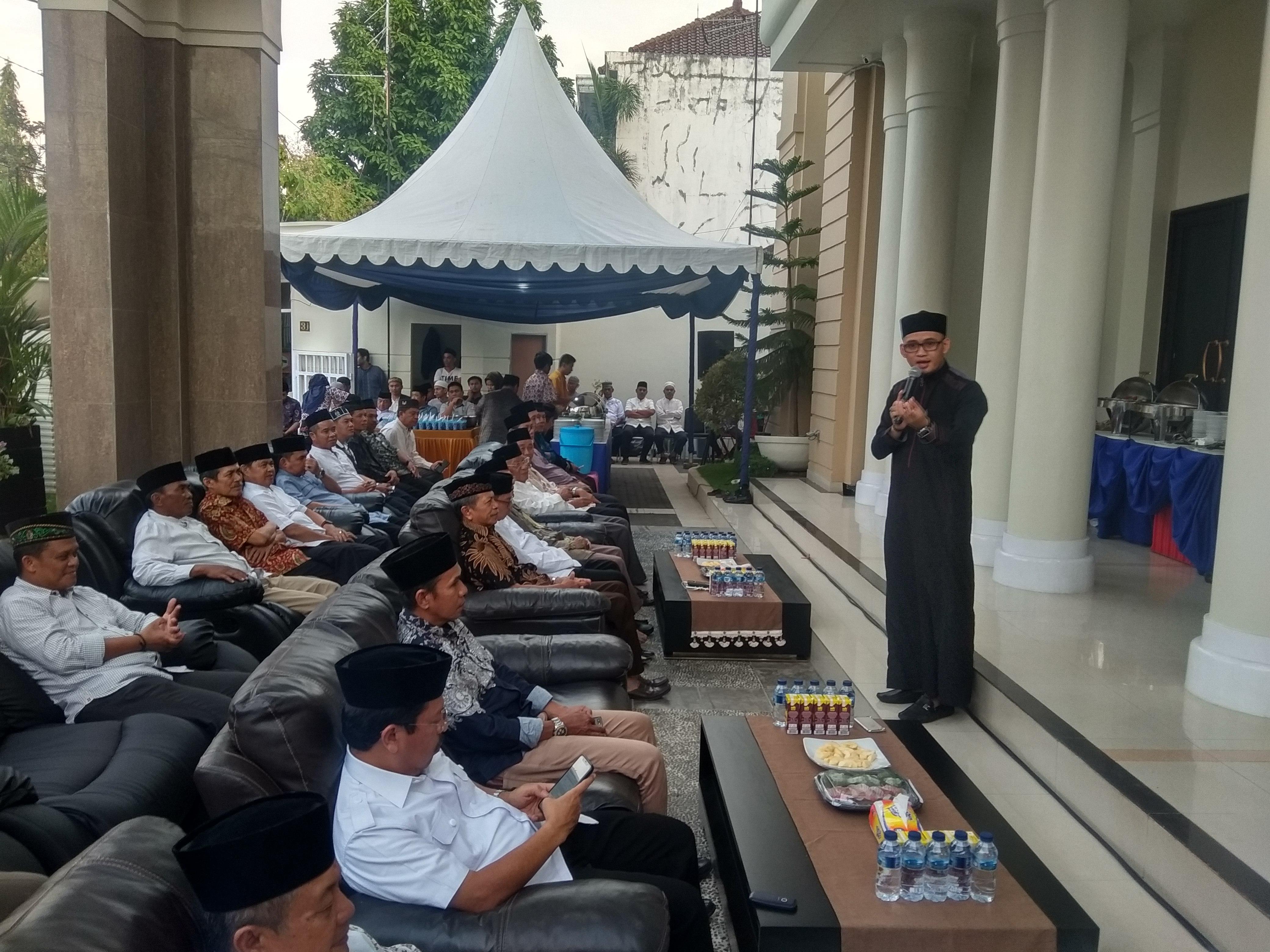 Perkuat Silaturahmi, Sekda Kota Makassar Buka Puasa Bersama Ratusan Masyarakat