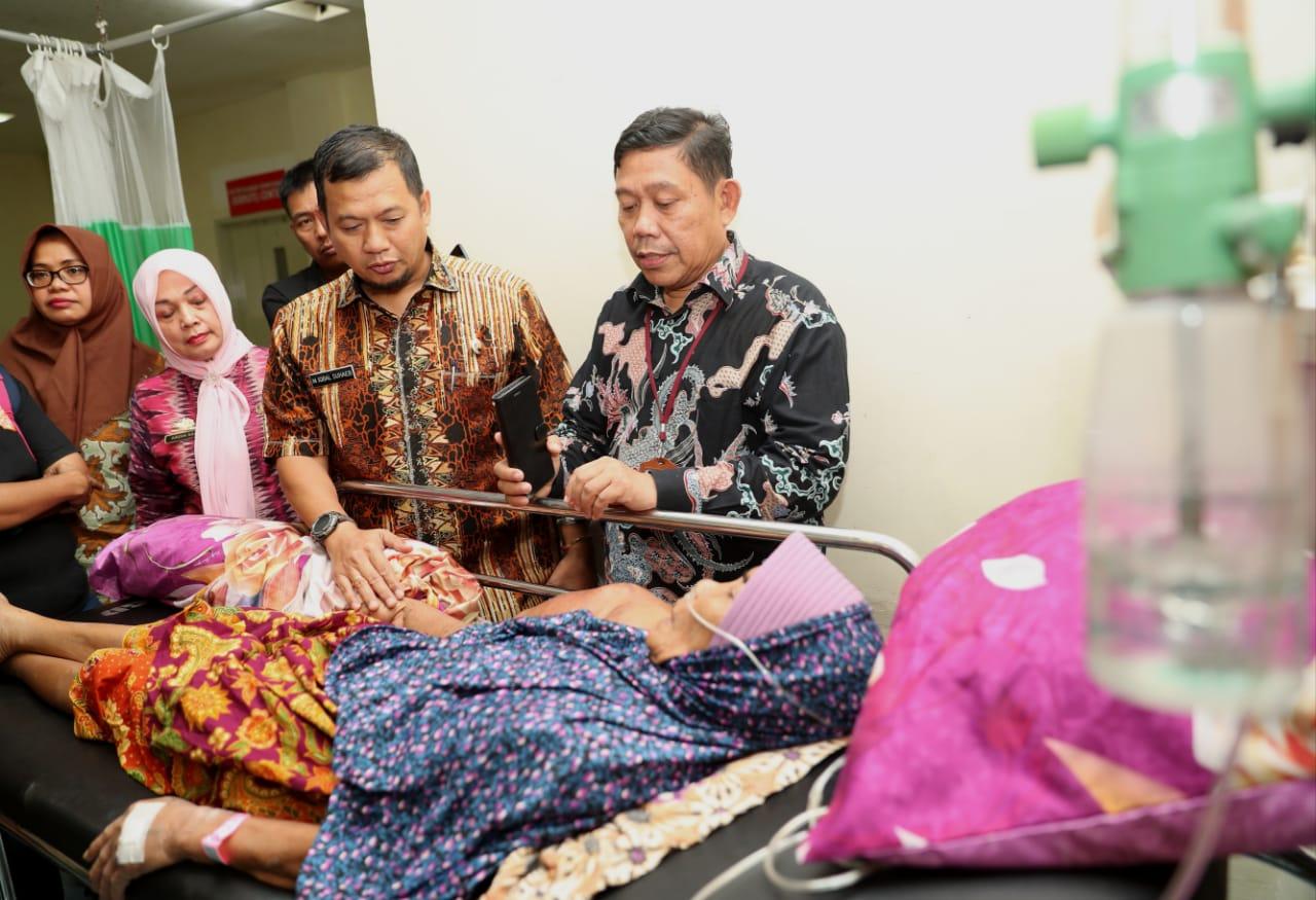 Pj Wali Kota Iqbal Besuk Dg Intang Pasien Tumor Lengan