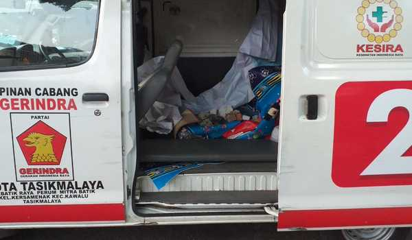 Polri Sita Ambulans Berlogo Parpol yang Muat Batu