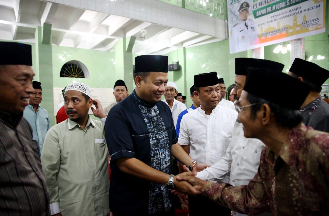 Safari Ramadan Pertama PJ Wali Kota Makassar Shalat Subuh di Kecamatan Makassar