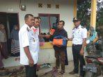 Peduli: Pemkab Barru Serahkan Bantuan Kepada Imina Korban Kebekaran