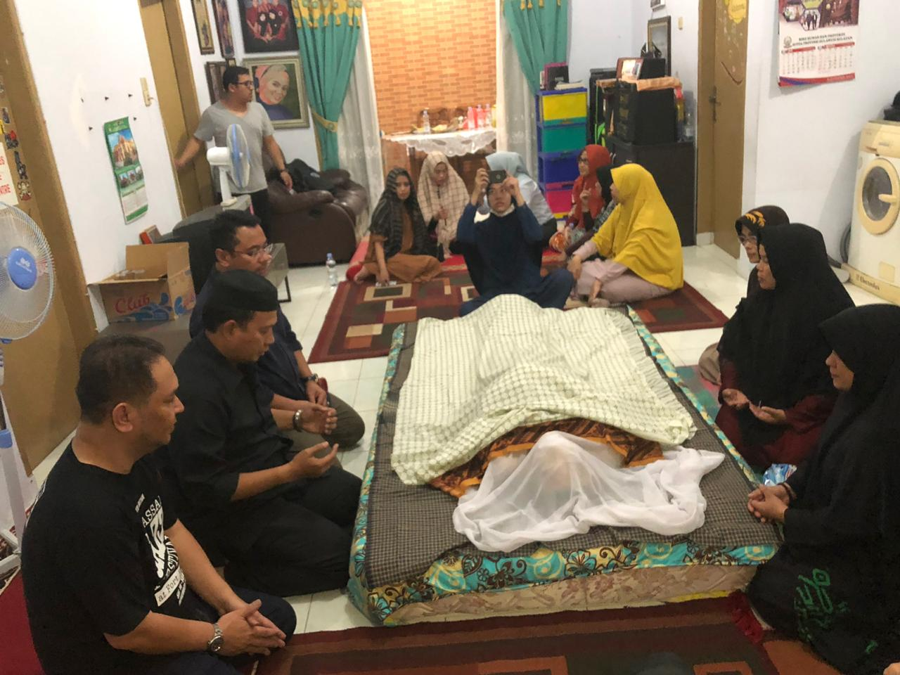 Iqbal Suhaeb Melayat ke Rumah Duka Almarhum Hidayat Nahwi Rasul
