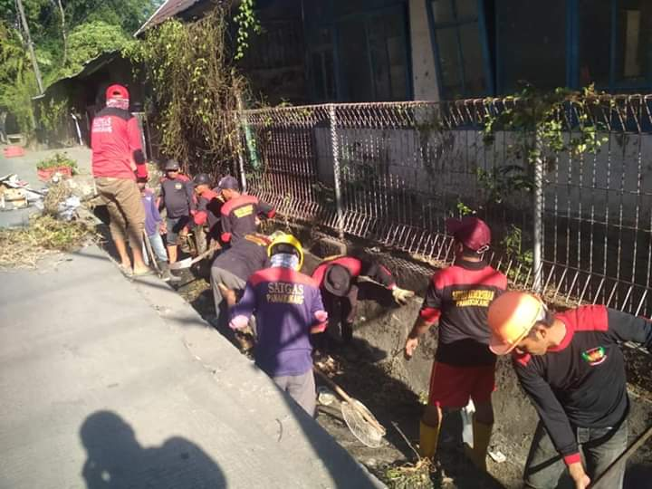 Camat Panakukang Instruksikan Satgas Kebersihannya Utamakan Drainase Kotor