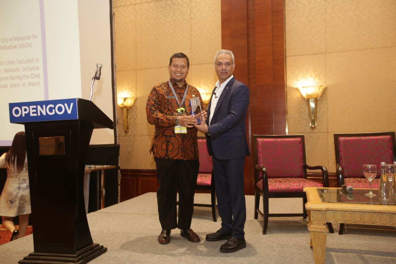 Iqbal Suhaeb Terima Penghargaan Recognition of Excellence di 4Th Opengov Leadership Forum 2019