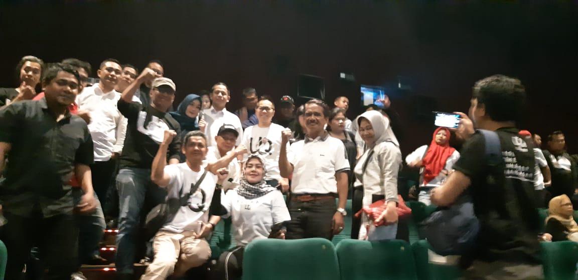 Peduli Kemajuan Film Lokal, UQ Sukriansyah Dan Relawan Nobar 'Anak Muda Palsu'