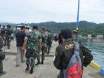 Relawan Lazis Wahdah – Wahdah Peduli Akseleras Kekuatan Ke Pulau-Pulau Menggunakan Perahu Motor