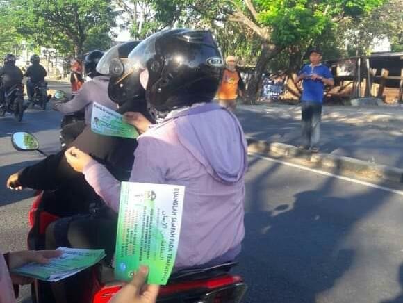 Sosiallisasikan Perda Kota Makassar, Kasiber Bagi Brosur