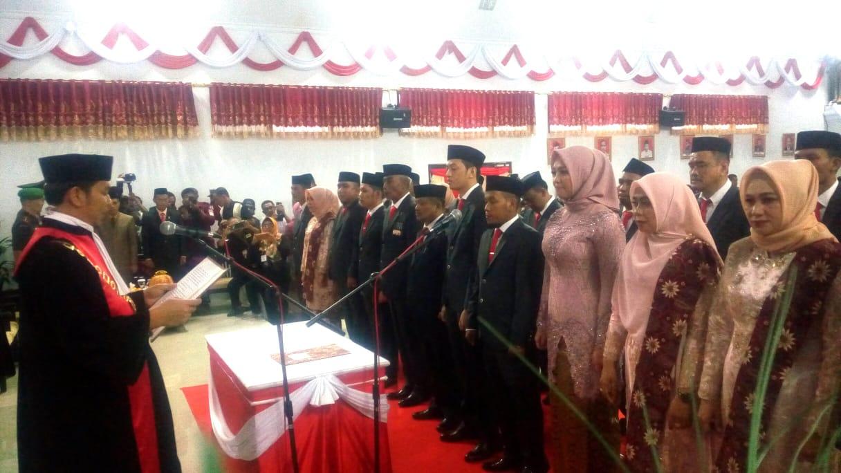 25 Anggota DPRD Bantaeng Resmi Dilantik, Bupati Kaget Ketukan Palu Ketua Sementara Pecahkan Meja Sidang
