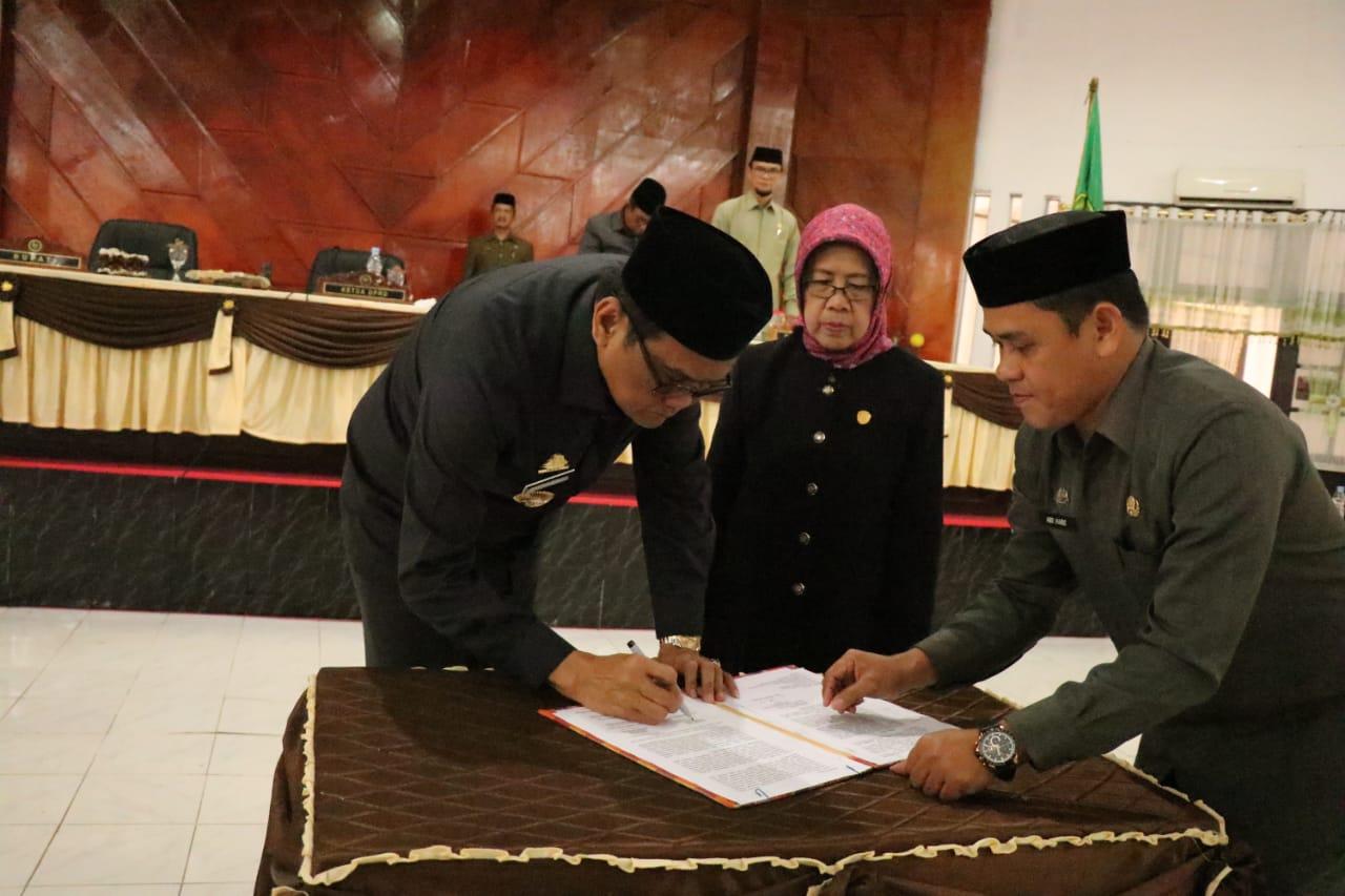 Bupati Barru Rapat Paripurna Membahas Tentang Penandatanganan Nota Kesepakatan