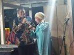Ayo ke Bira Saksikan Duet Gubernur Nurdin Abdullah dengan  Dewi Dipenutupan Festival Pinisi