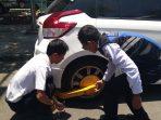 Beri Efek Jera Pada Pemilik Mobil yang Parkir Sembarangan, Dishub Makassar Lakukan Pengembokkan