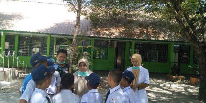 Cegah Dampak Asap Kebakaran TPA, Dinkes Makassar Bagi-bagi Masker ke Warga
