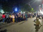Menyampaikan Aspirasi Ratusan Mahasiswa Atmajaya Bertahan di Depan Gedung DPRD Provinsi Sulawesi Selatan
