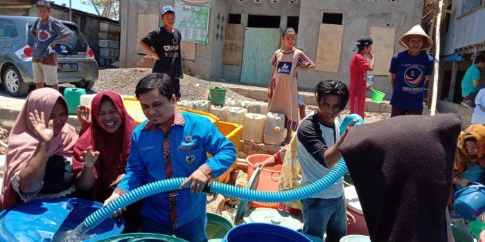 Dampak Kemarau Panjang KNPI, Pemuda Pancasila, BKPRMI dan YBM BRI Maros Lakukan Pendistribusian Air Bersih