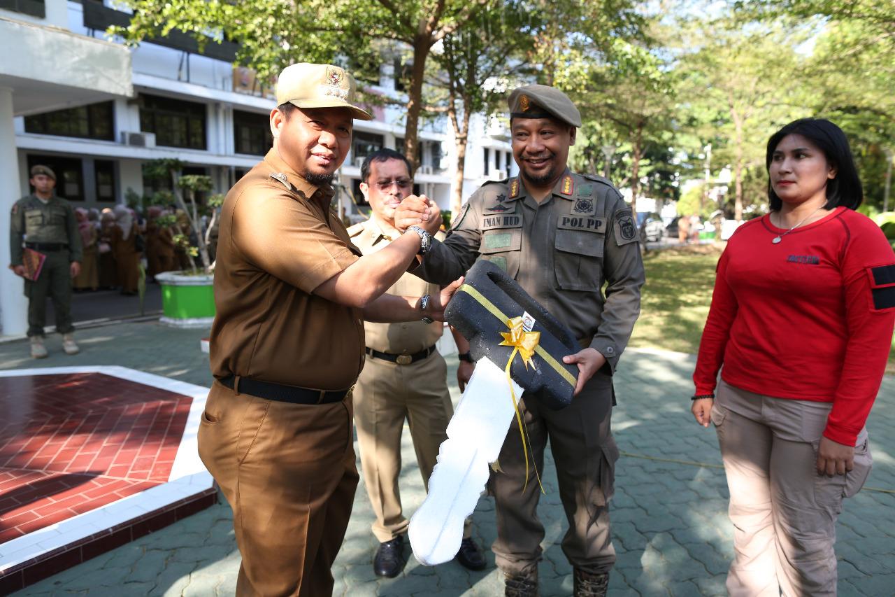 Di Hari Kesaktian Pancasila, Dinas Satpol PP Makassar Dapatkan 5 Unit Mobil Dinas