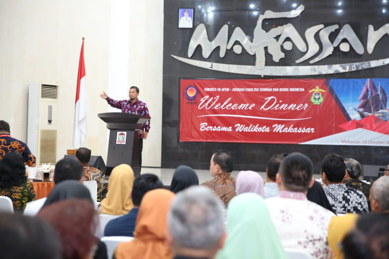 Iqbal Suhaeb Kenalkan Kuliner Makassar Pada Peserta Kongres AFEBI Indonesia