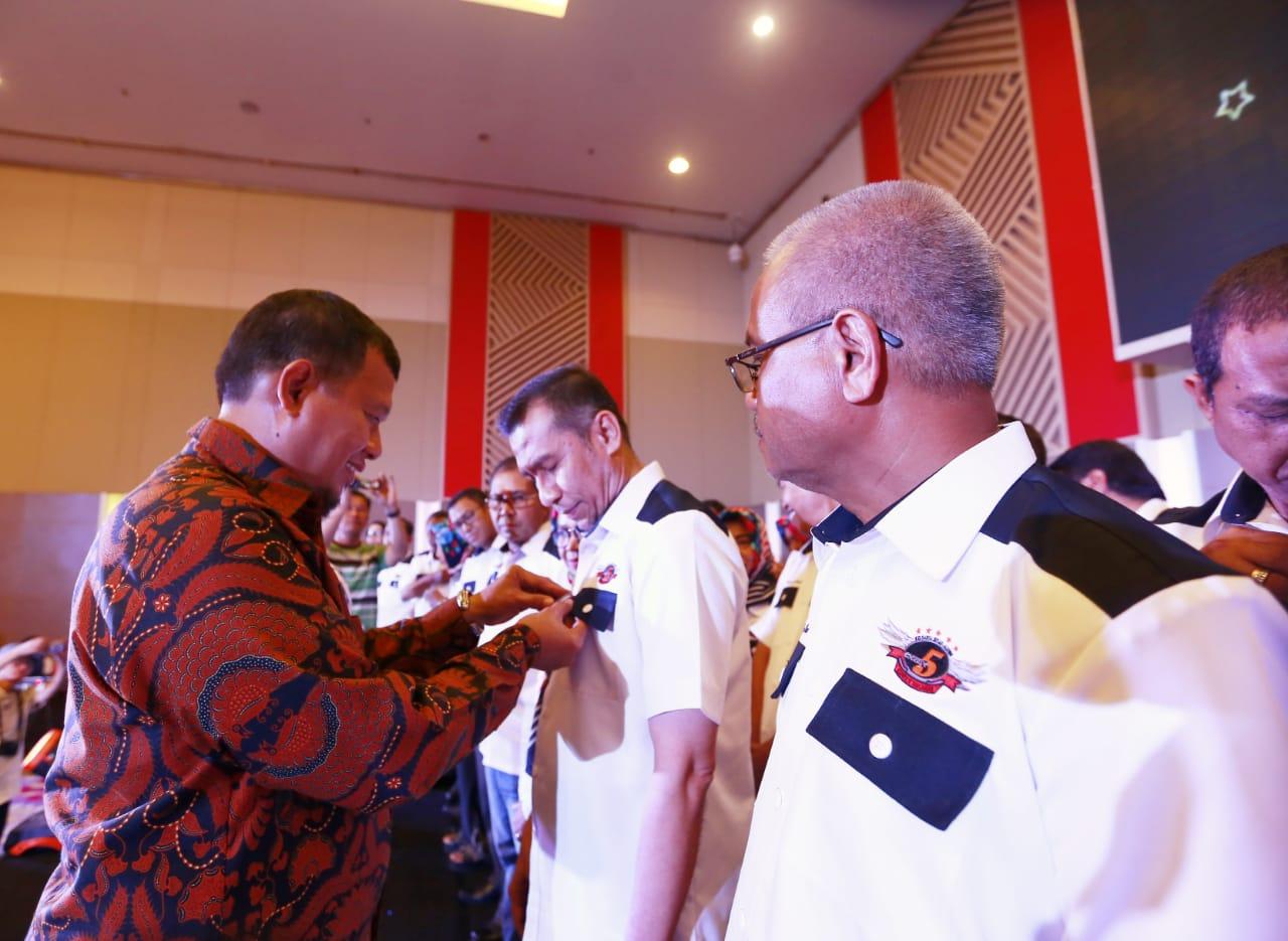 Iqbal Suhaeb Lantik Chairul Amir Jabat Ketum KBA SMPN 5 Makassar