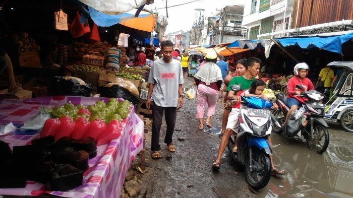 Jalan Bayam Pasar di Pasar Terong Dalam Proses Perbaikan