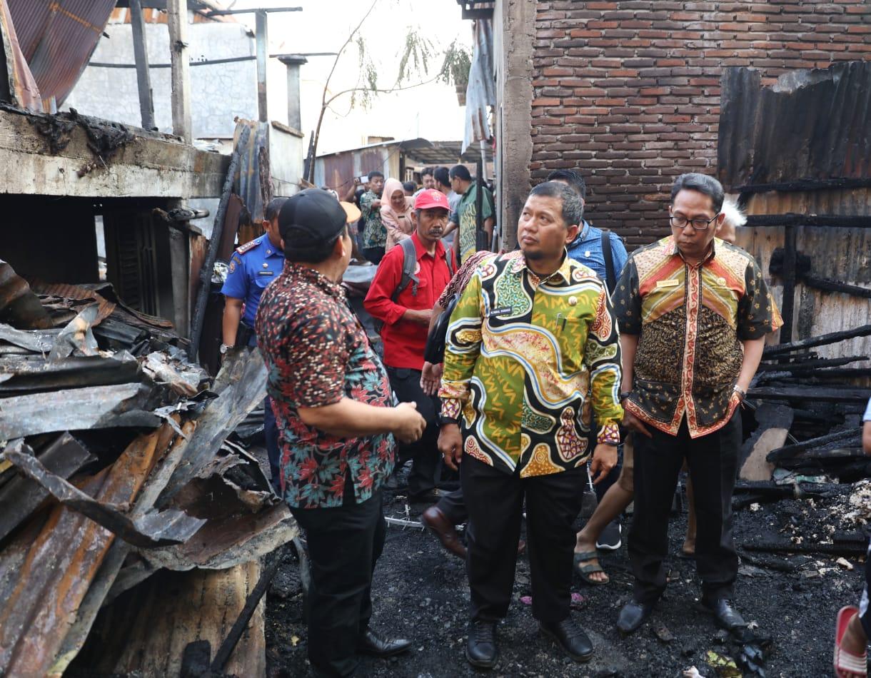 Kadinsos Makassar Dampingi Pj Wali Kota Tunjukan Rasa Peduli Terhadap Korban Kebakaran