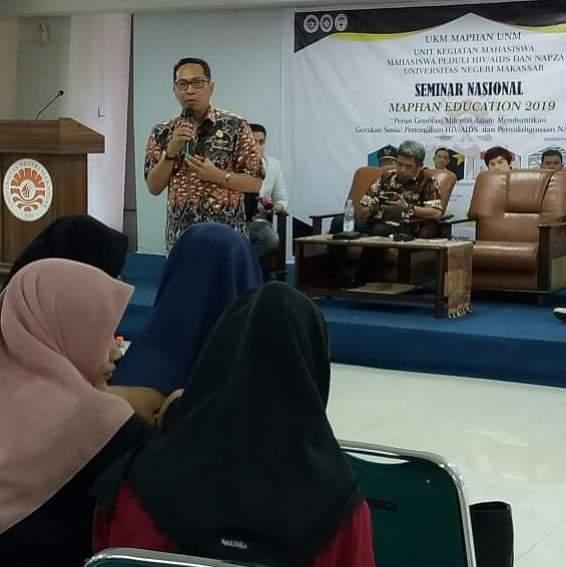 Kadinsos Makassar Mukhtar Tahir Menjadi Pembicara di Hadapa Mahasiswa UNM