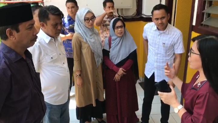 Kunjungi Sekolah Siswa yang di Gunting Bibirnya, Komisi D Ingatkan Jangan Sampai Terulang