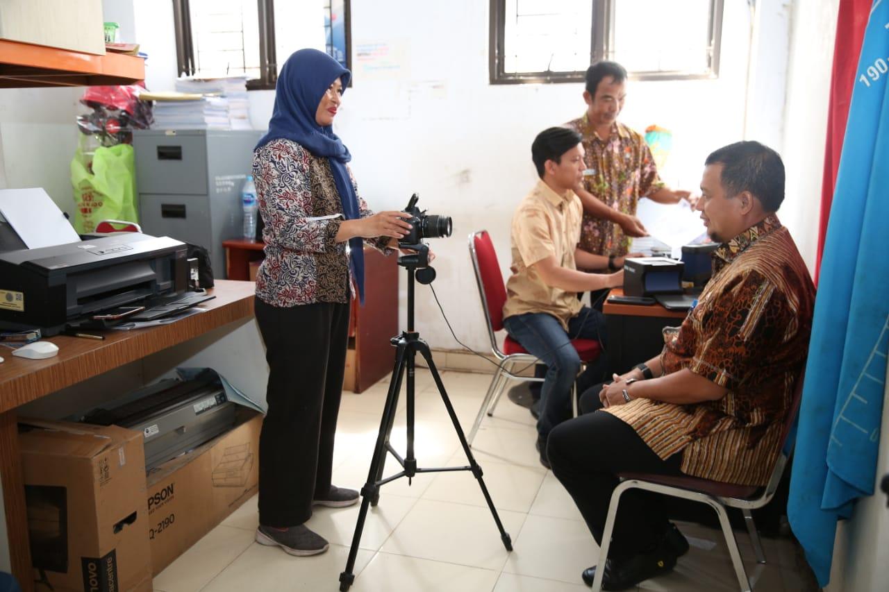 Lakukan Sidak Kecamatan Tamalate, Iqbal Ikut Foto E-KTP