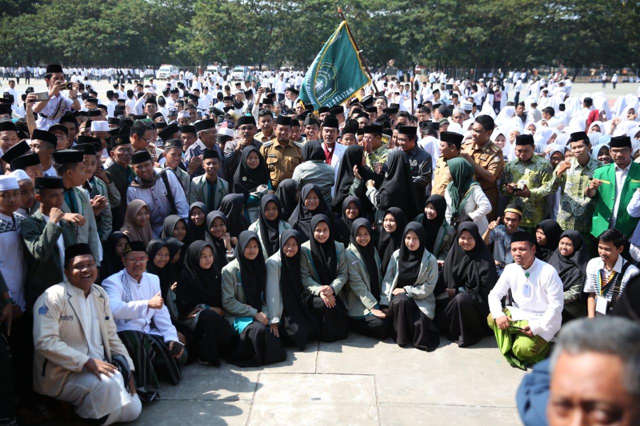 Pj Wali Kota Minta Santri Makassar Damaikan Negeri
