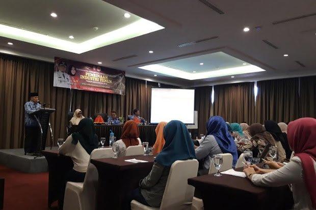Guna Lahirkan Kelompok Industri Tenun, Disdag Makassar Gelar Pelatihan