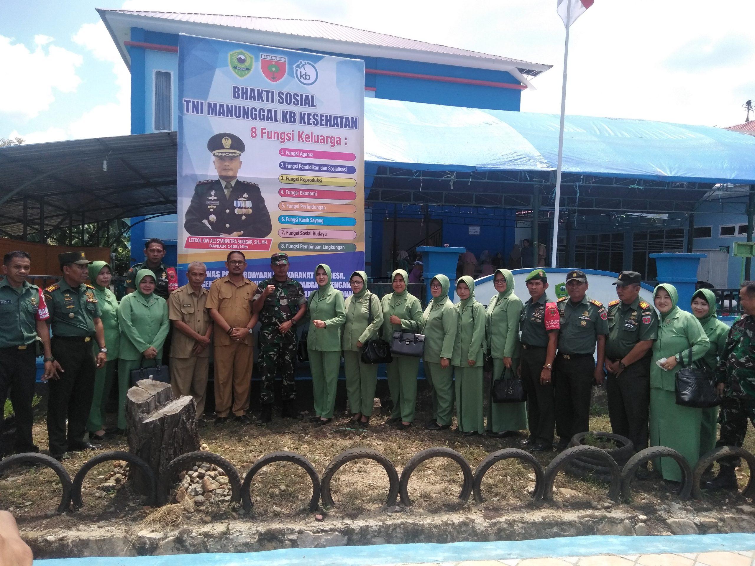 TNI Gelar Bakti Sosial Manunggal KB dan Kesehatan di Puskemas Ralla