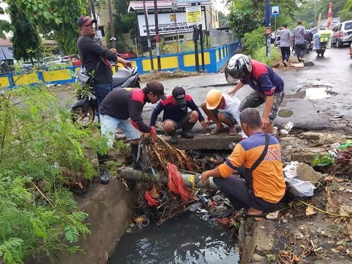 Masuk Musim Penghujan Camat Panakukang Thahir, Rutin Laksanakan Bersih Drainase