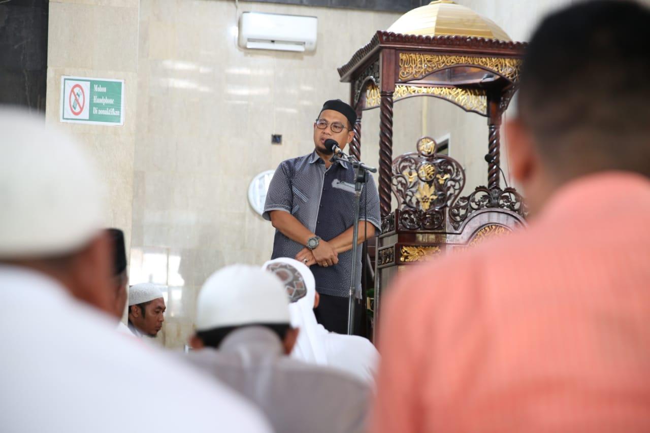 Shalat Jumat di Masjid Muhajirin, Iqbal Suhaeb Ingatkan Jaga Akhlak