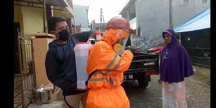 Cegah Corona, BEM FKM UPRI Gandeng GT Tor Volunter Adakan Penyemprotan Disinfektan di Jl Sukaria