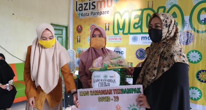 Gerakan Nasional MCCC, Muhammadiyah, Aisyiyah, Lazismu Bagikan 500 Paket Kado Ramadan Buat Warga Terdampak Covid-19
