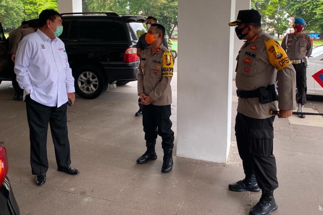 Kapolrestabes Dampingi Wakapolda Sulsel Hadiri Rapat Terbatas Kantor Gubernur Sulsel