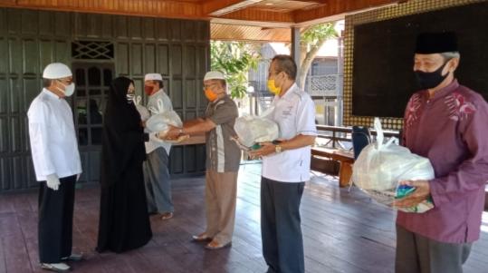 Yayasan TP Centre Salurkan Bantuan Beras Bagi Warga Terdampak Covid-19