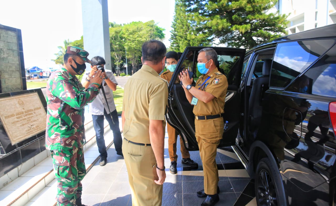 Pemkot Makassar Bersama Lantamal VI Gelar Aksi Penyemprotan Massal