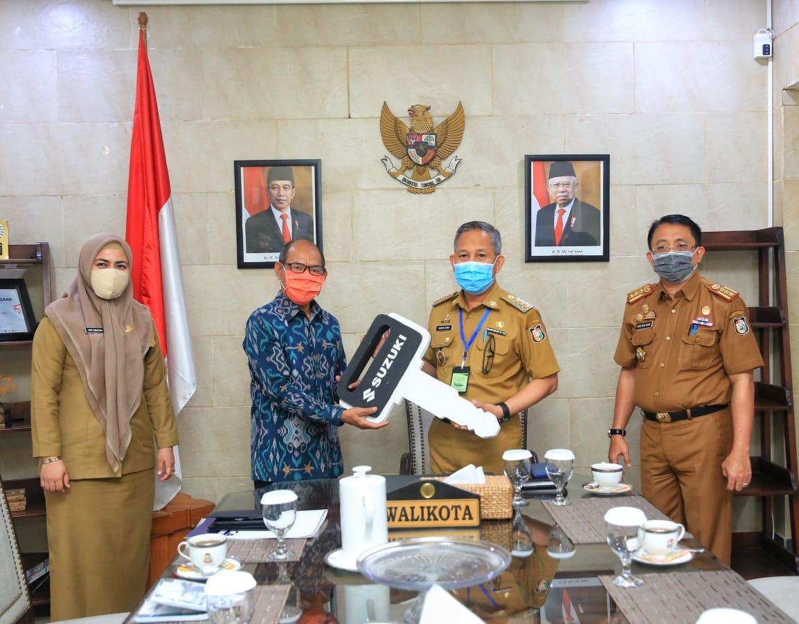 PT Pasar Segar Support Pemkot Makassar Serahkan Bantuan CSR Dua Unit Motor