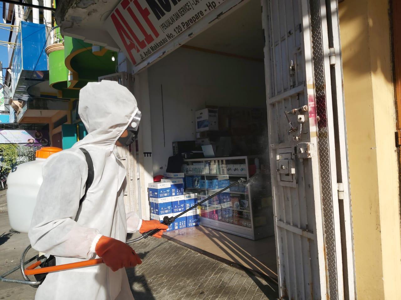 Sterilisasi Kawasan Pertokoan, TGTPP Soreang Lakukan Penyemprotan Disinfektan