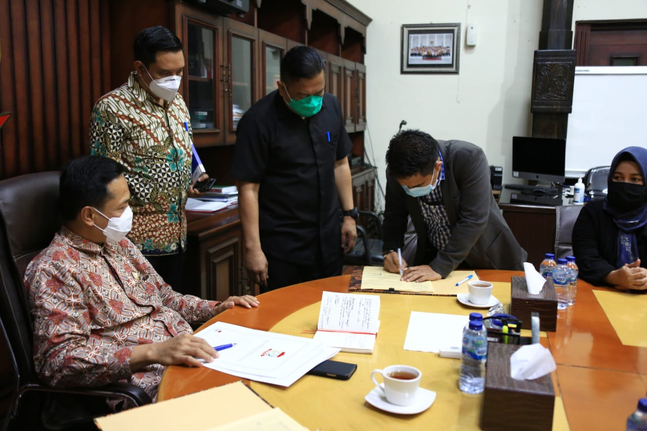 Pemerintah Kota Makassar-KPU Lakukan Tanda Tangan Adendum NPHD