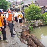 Tim SAR Brimob dan BPBD Wajo Masih Bertahan di Lokasi Luapan Danau Tempe